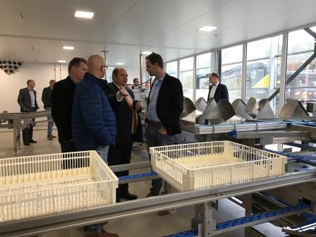 Inauguration Optibrut hatchery very crowded, chick processing